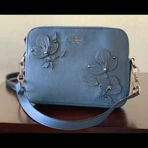 kate spade Bags - NWT♠️Kate Spade Larchmont Avenue Floral Camera Bag